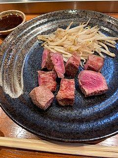 ガーリックご飯を頂きました。ご飯のお供の牛肉しぐれ煮がとても美味しかったです。人気の一品らしいです。