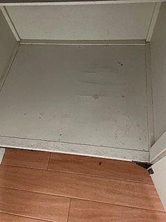 底板は、ペンキが縫ってありますが、べこべこの状態です。