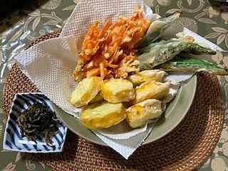 今年も姉から家庭菜園で育てた野菜が送られてきました。新鮮で美味しさが違います。